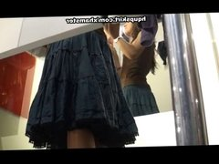 Nude upskirt caught in the fitting room
