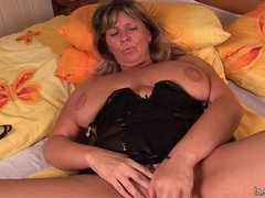 Busty mature mom Tracy gets herself wet