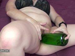Alexsis Sweet stuffs her twat with a bottle