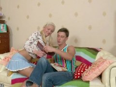 Step-Sister want to lern Fuck Step-Bro helps