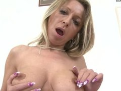 1fuckdatecom Hot milf cougar playing with he