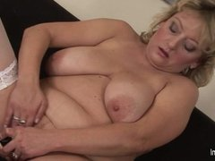 Big titted mama showing off her 1fuckdatecom