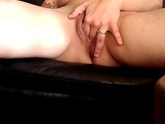 MILF Amateur Rubs her Shaved Pussy