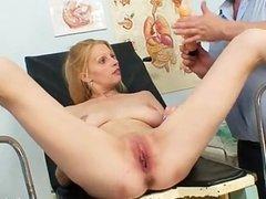 1fuckdatecom Gynecological pussy exam of nat