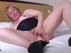 Glamour girl creampie eating
