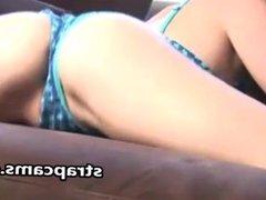 Teen like it bouncing butt on webcam