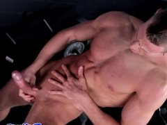 Boxer Jordan James flexing his muscles