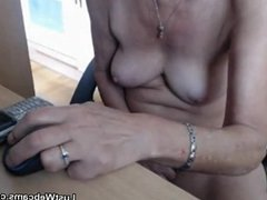 Naughty granny plays with her pussy on cam