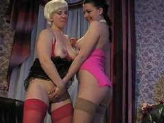RUSSIAN MATURE PENNY & LAURA  02