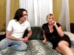 Sexy MILF making her first sex tape