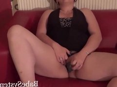 chubby girl with glasses dildo her pussy and