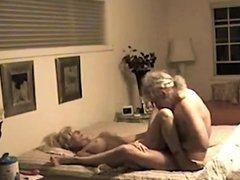 femmes aux seins naturels