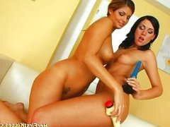 Beauty lesbians licking pussy and dildoing