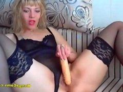 Blondie shows her pussy on the webcam