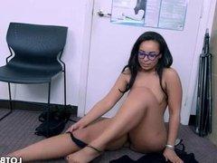 Nice fat ass latina tries porn