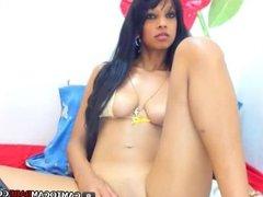 Latin brunette webcam girl free