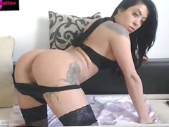 Webcam model Eyecrystal shows her body