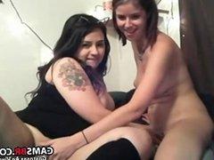 Duas Novinhas Lesbicas Brincando Na Webcam