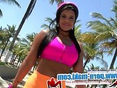 [Mike In Brazil] Booty On Skates-Aline Rios (