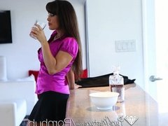 HD - PUREMATURE BUSTY LISA ANN LOVES TO TASTE