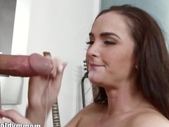 MommyBB Sexy brunette MILF sucking on a young