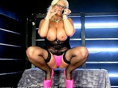 Hot mature MILF Robyn Ryder being filthy
