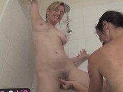 Australian lesbians finger pussies