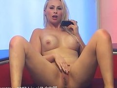Stunning blonde Kaitlin Laken totally naked