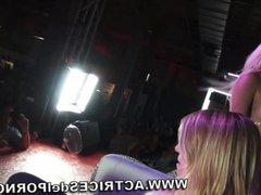 Jenny One y la chica del público