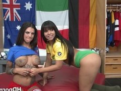 Bonnie squirts with vibrator on her hole