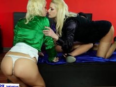 Blonde twins and milf drinking pee