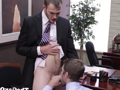 Office hunk sucks cock for his promotion