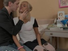 Cock-hungry amateur chick porn scene 2