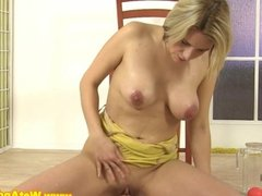 Pissing loving eurobabe gets goldenshower
