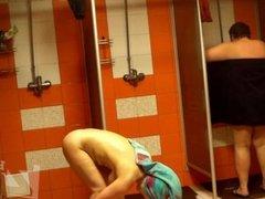 women in shower 1172