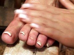 2 horny girls licking and worshiping feet