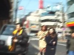 Amateur Japanese teens flash on the streets