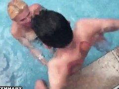 Shemale babe Samara Lauys sucking a cock