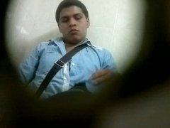 Chavito cojiendo en baño publico Celaya