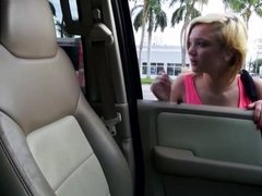 Teen Dakota Skye seizes the drivers cock