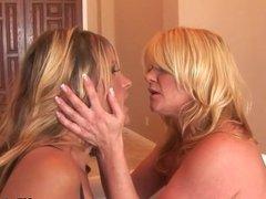 Ginger Lynn and Debi Diamond make sweet lesbo