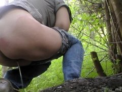 pissing in nature 10073