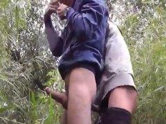 Follando En El Bosque