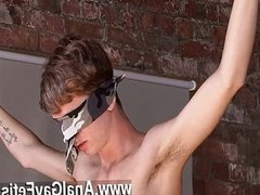 Gay video Kieron Knight enjoys to fellate