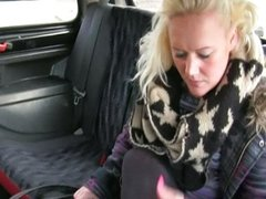 Hot Tanya let me fuck her inside my taxi