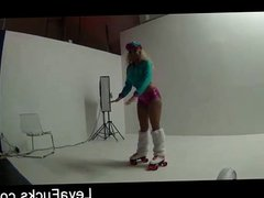 Leya Falcon learns hot to roller skate