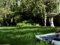 Outdoor lesbian picknick