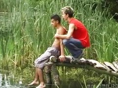 Passionate twinks make out alfresco