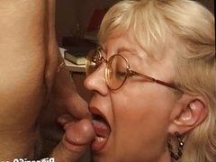 Italian mature old granny fucks iinexperience