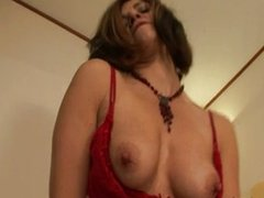 Mature slut mother loves to play with herself